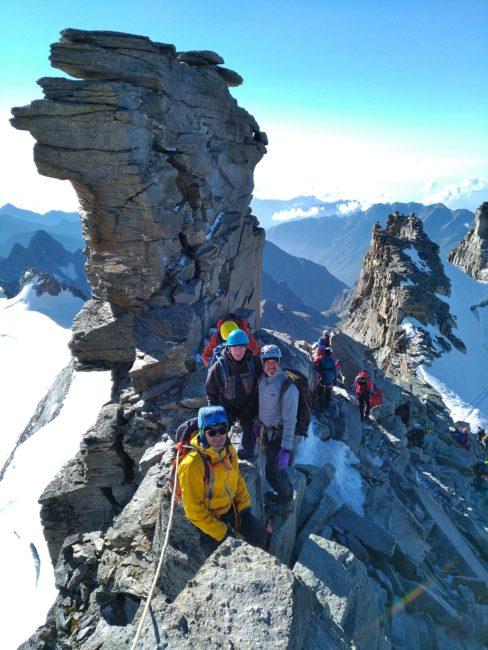Vers le sommet du grand paradis à plus de 4000 mètres d'altitude.