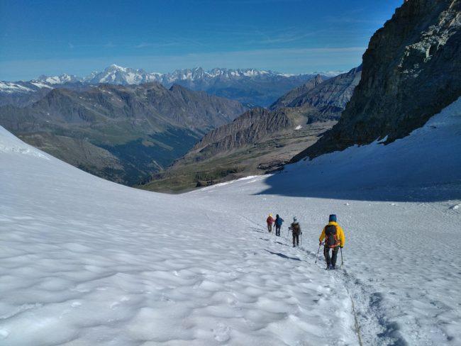 Descente du glacier de Laveciau.