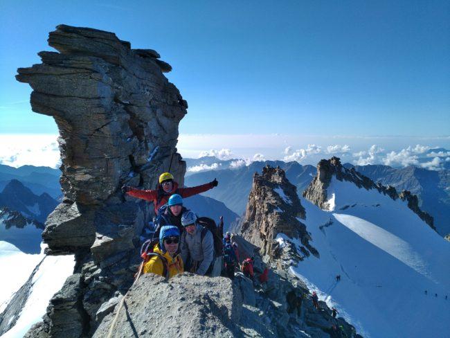 Vers le sommet du grand Paradis en Italie.