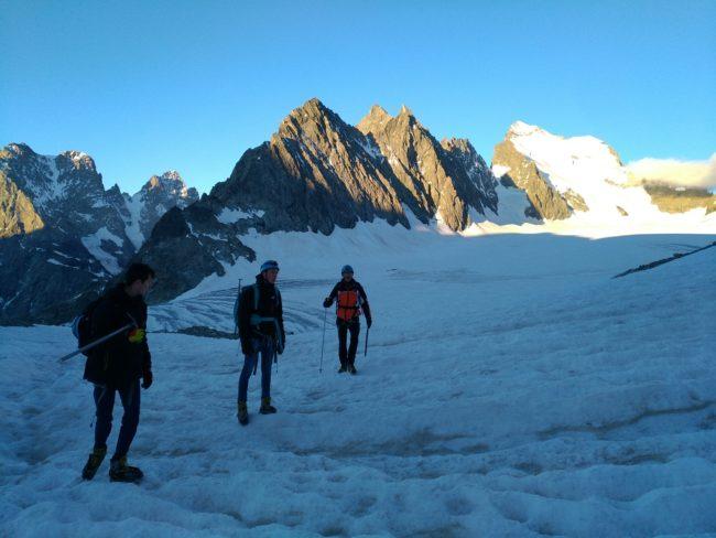Découverte de l'alpinisme en famille dans le massif des Ecrins avec un guide.