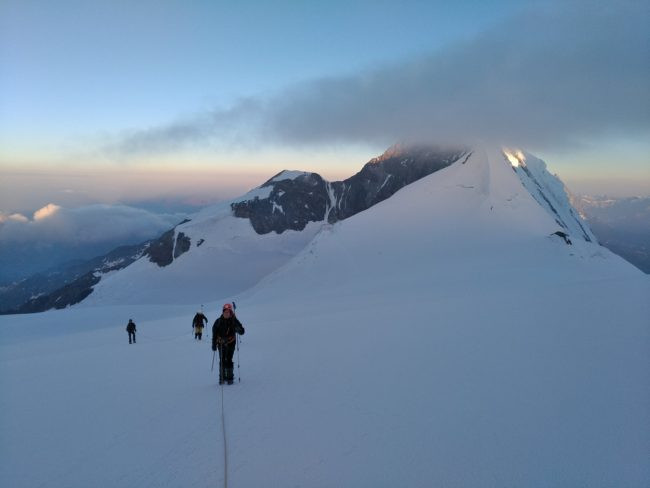 Montée à la Zumsteinspitze au Mont Rose.