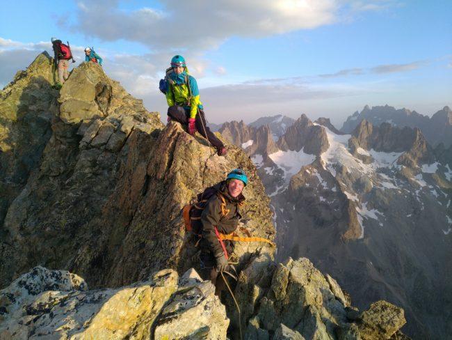 Vers le sommet de la Roche Faurio au petit matin.