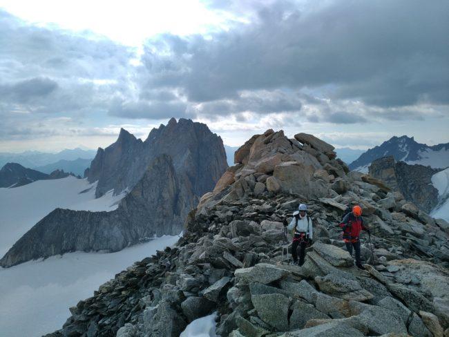 La Tête Blanche et les aiguilles Dorées dans le massif du mont Blanc.