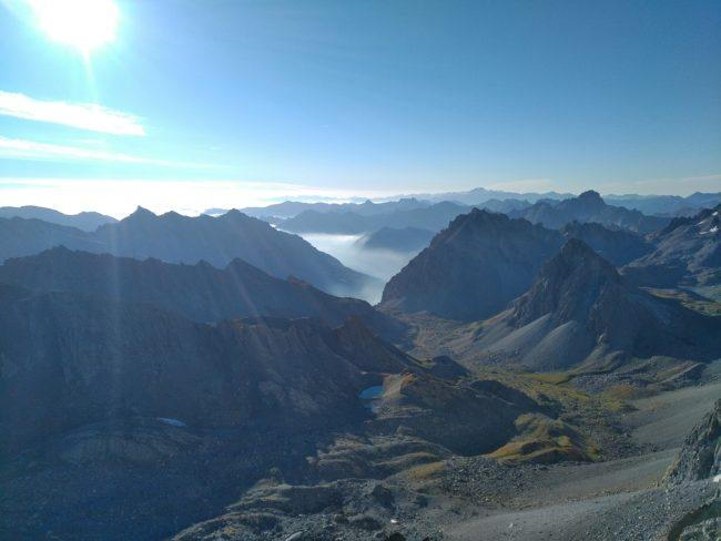 Lever de soleil sur le Val Maira dans le piémont italien.