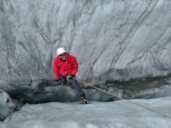 Exercices de mouflages avec un guide sur le glacier Blanc.