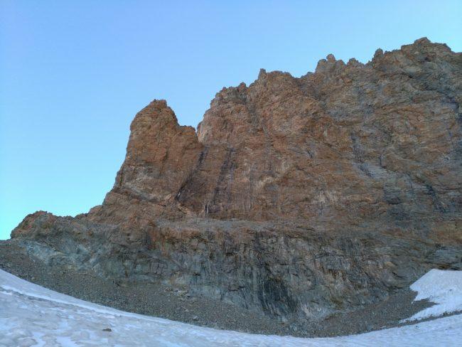L'arête ouest de la pointe puisuex au Pelvoux vu du Glacier de Sialouze.