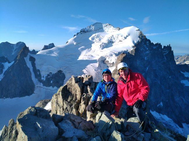 Le sommet de la Roche faurio avec la Barre et le dome des ecrins.