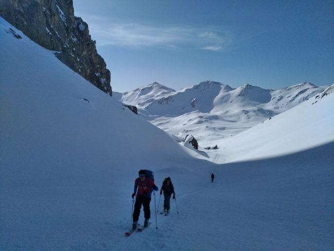 Début du tour du Queyrellin à ski.