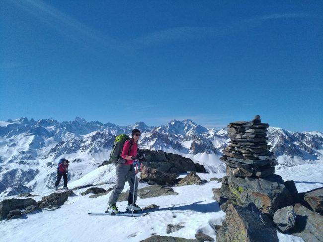 Le pic du lac blanc en ski et le massif des Ecrins.