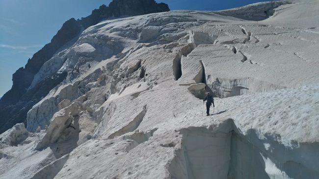 Grosse crevasse du glacier des Violettes au pelvoux.